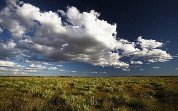 سماء غائمة بمناطق، وقليلة السحب إلى صافية بباقي الأرجاء اليوم السبت