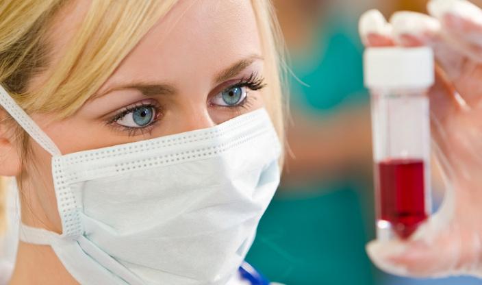الاتحاد الأوروبي يحجز 300 مليون جرعة من عقار كورونا