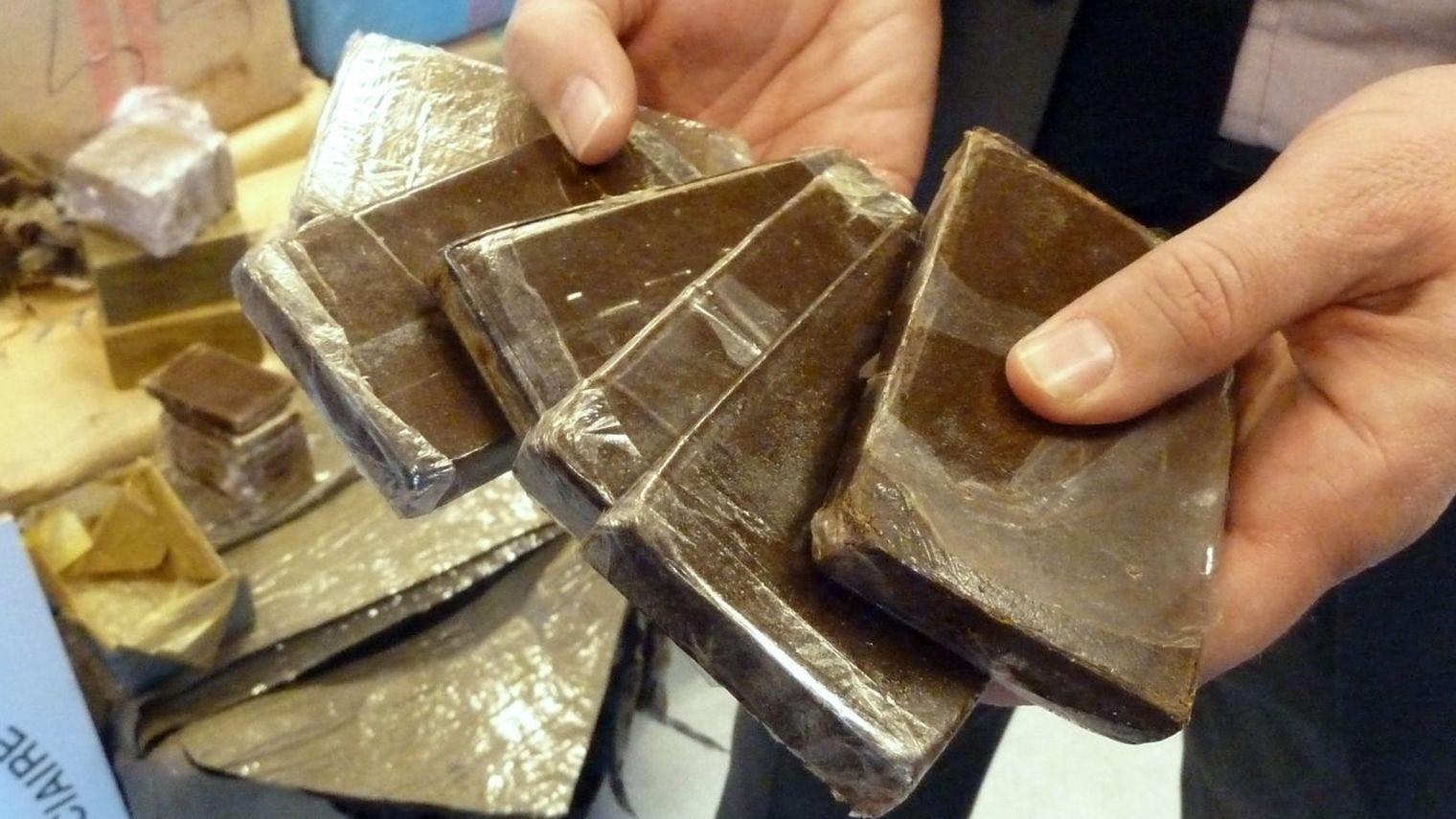 حجز 19 كيلوغرام من مخدر الشيرا بمعبر باب سبتة