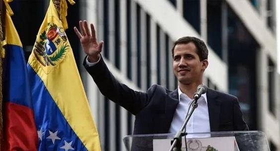 غوايدو لا يستبعد تدخلا عسكريا أميركيا في فنزويلا إذا اقتضت الضرورة
