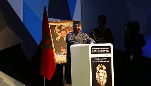 رئيس جمهورية سيراليون يشيد بريادة الملك لفائدة التنمية بإفريقيا