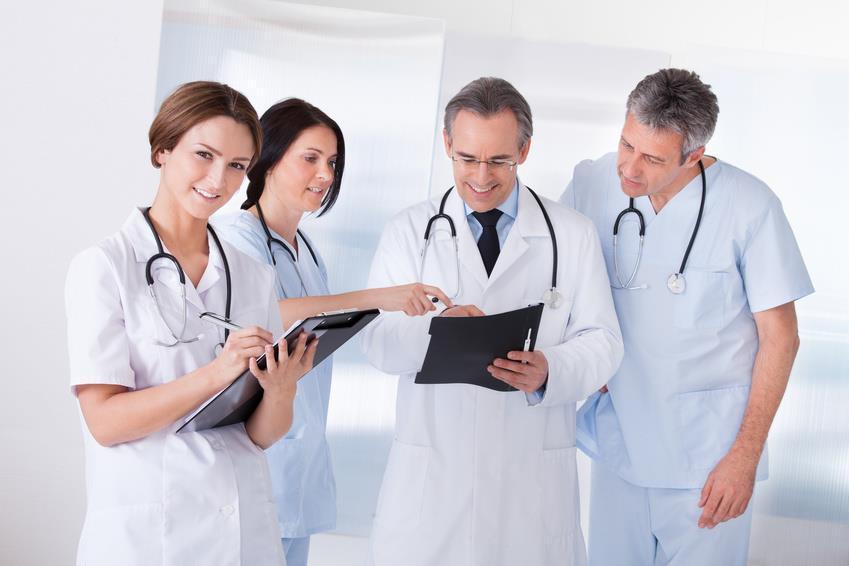 لجنة مشتركة للانكباب على إخراج النصوص التطبيقية لقوانين مزاولة مهنة الطب