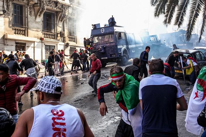 هل بدأ صبرُ العسكر الجزائري ينفذ أمام إرادة الجزائريين