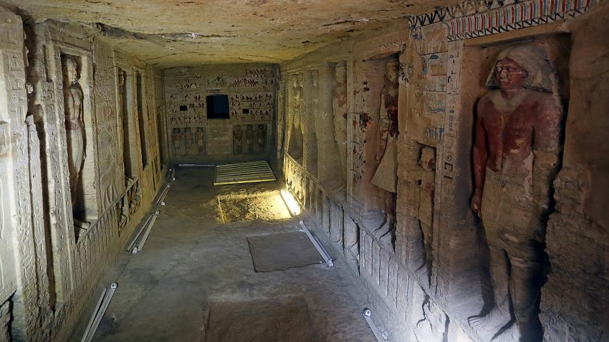 اكتشاف مقبرة أثرية تعود لعصر الأسرة الخامسة بمحافظة الجيزة