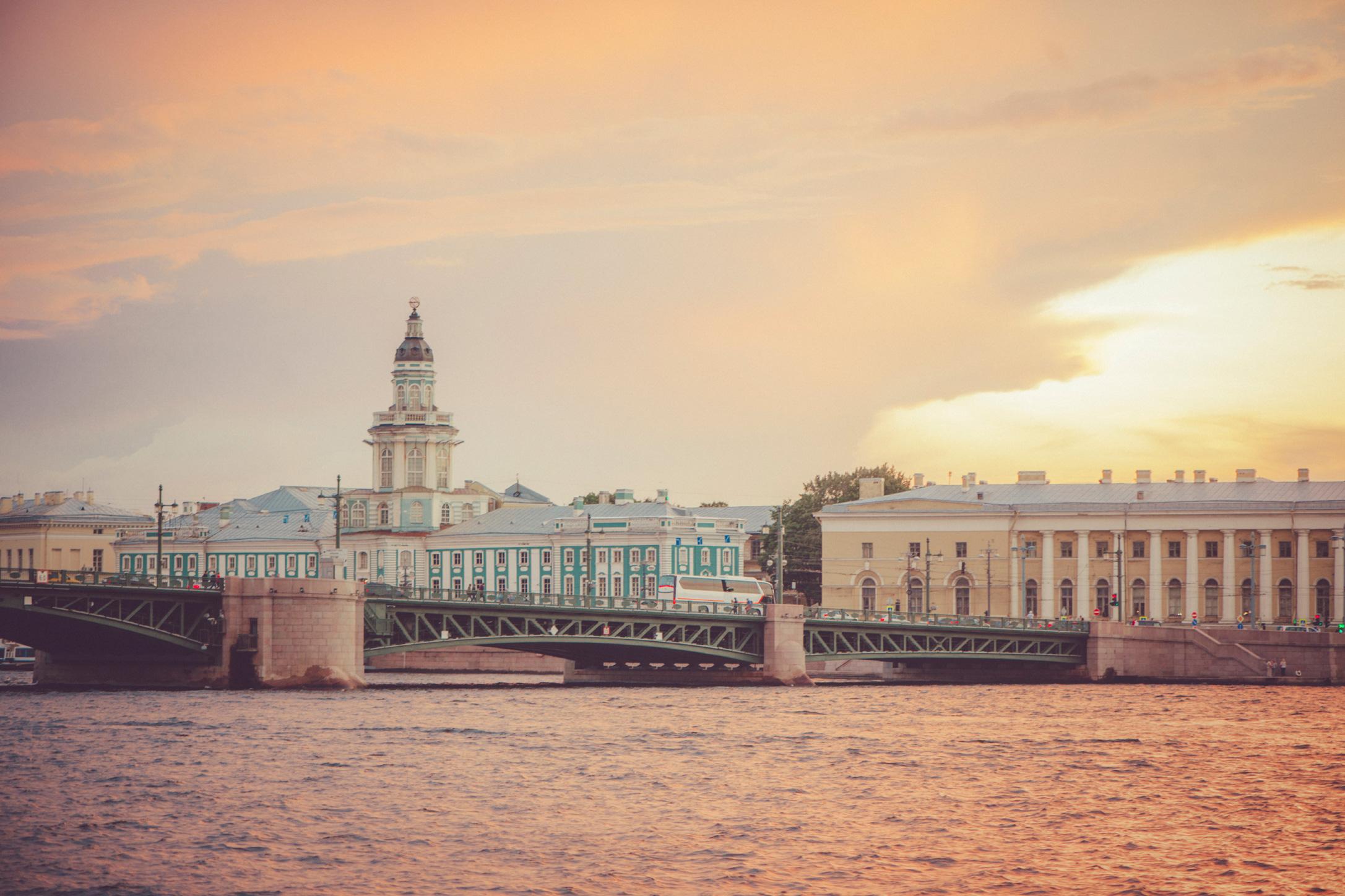 الليالي البيضاء في سان بطرسبورغ.. نافذة بديعة للسياحة في بلاد القياصرة