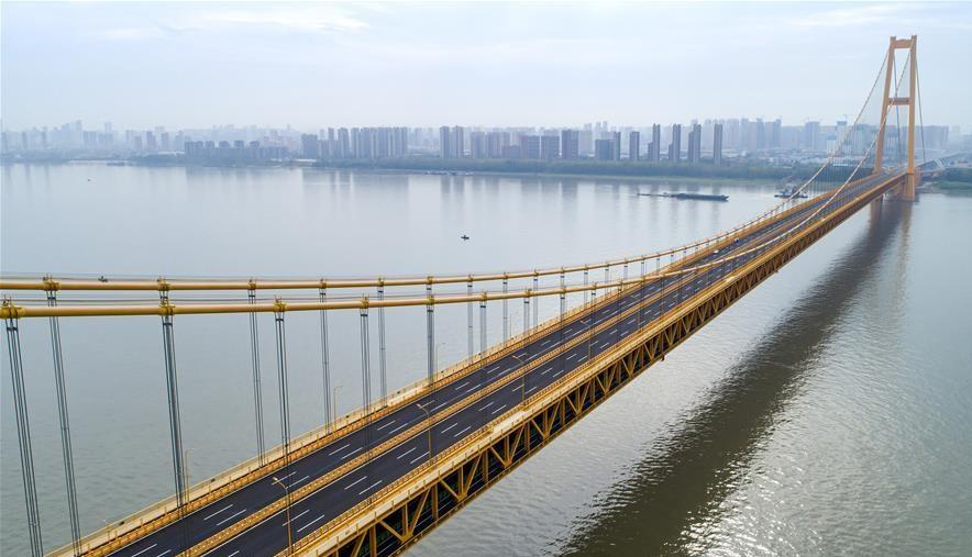 افتتاح أطول جسر معلق من طابقين في العالم