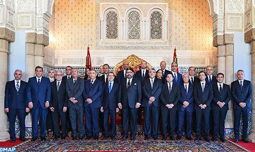الملك يستقبل رئيس الحكومة وأعضاء الحكومة في صيغتها الجديدة بعد إعادة هيكلتها