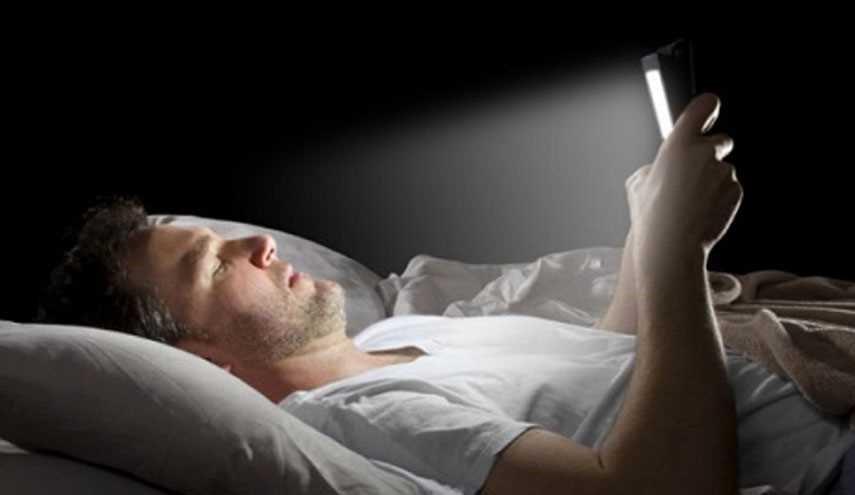 دراسة: إضاءة الغرفة أثناء النوم تزيد من مخاطر الإصابة بأمراض قاتلة
