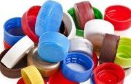 الإنسان يستهلك خلال أسبوع ما يعادل غطاء زجاجة من البلاستيك