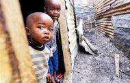 سكان جنوب إفريقيا يعانون من حدة الفقر وديون متفاقمة