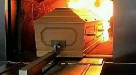 بعدما استفاقت من غيبوبتها في المستشفى، تكتشفُ حرق جثتِها..