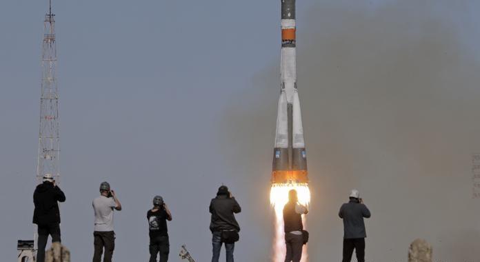 تاريخ أول رحلة سياحية إلى الفضاء..