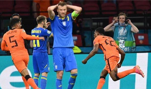 منتخب هولندا ينتصر بصعوبة بالغة على نظيره الأوكراني