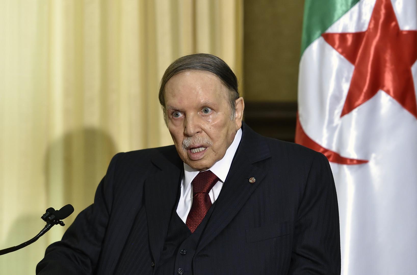 ماكرون يُؤنِّب مطالبا الجزائر بإجراءات ملموسة لحل الأزمة المالية