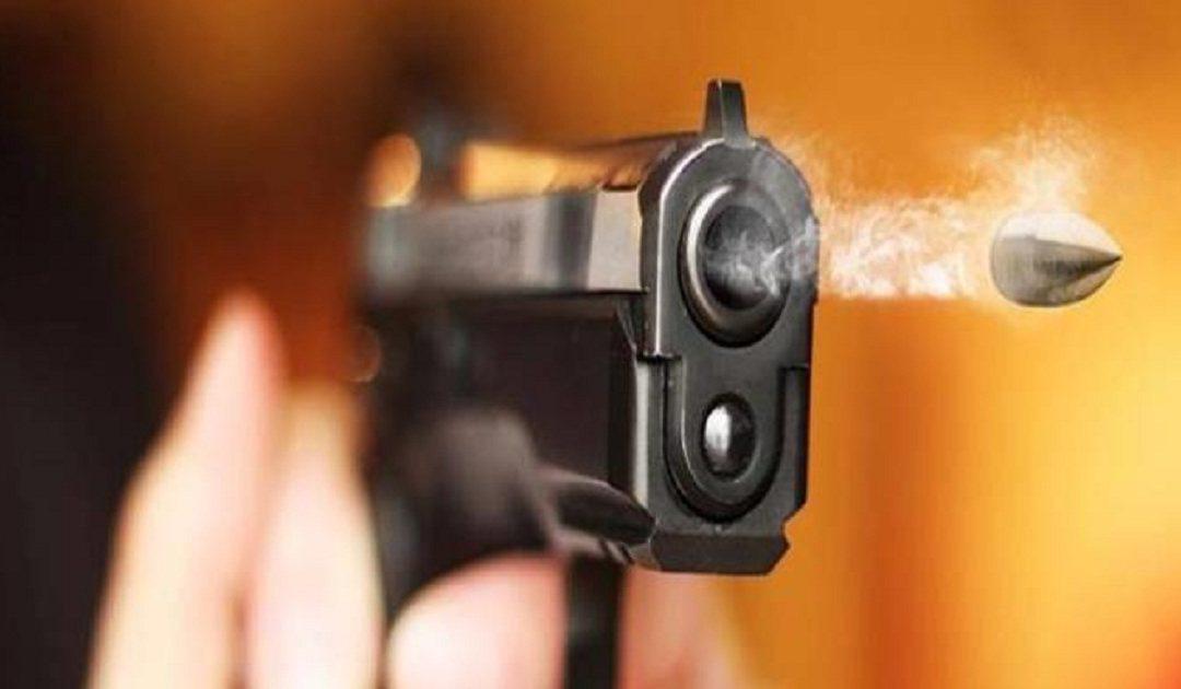 العيون.. مقدم شرطة يضطر لاستعمال سلاحه الوظيفي