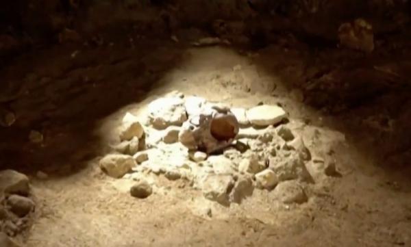 العثور على تسعة رجال عمرهم 100 ألف عام