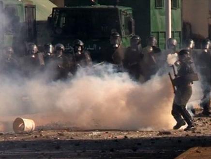 اندلاع مواجهات عنيفة بين الشرطة الجزائرية ومتظاهرين