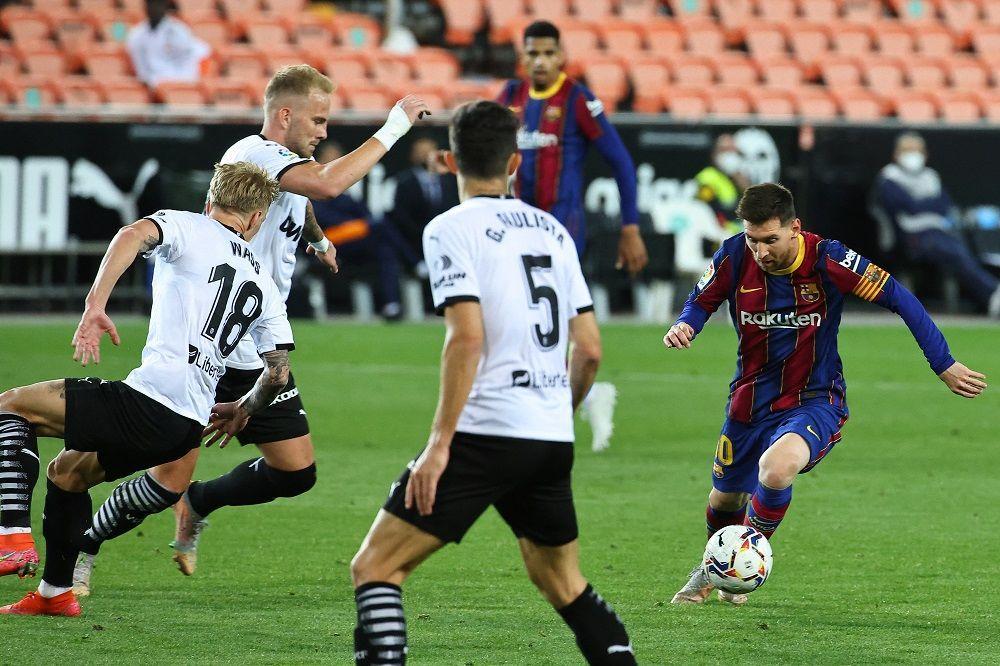 برشلونة يحيي آماله في المنافسة على اللقب
