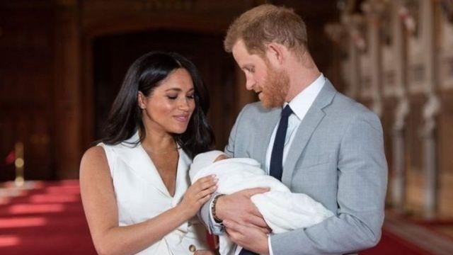 الامير هاري وزوجته ميغن ماركل يعلنان ولادة طفلتهما