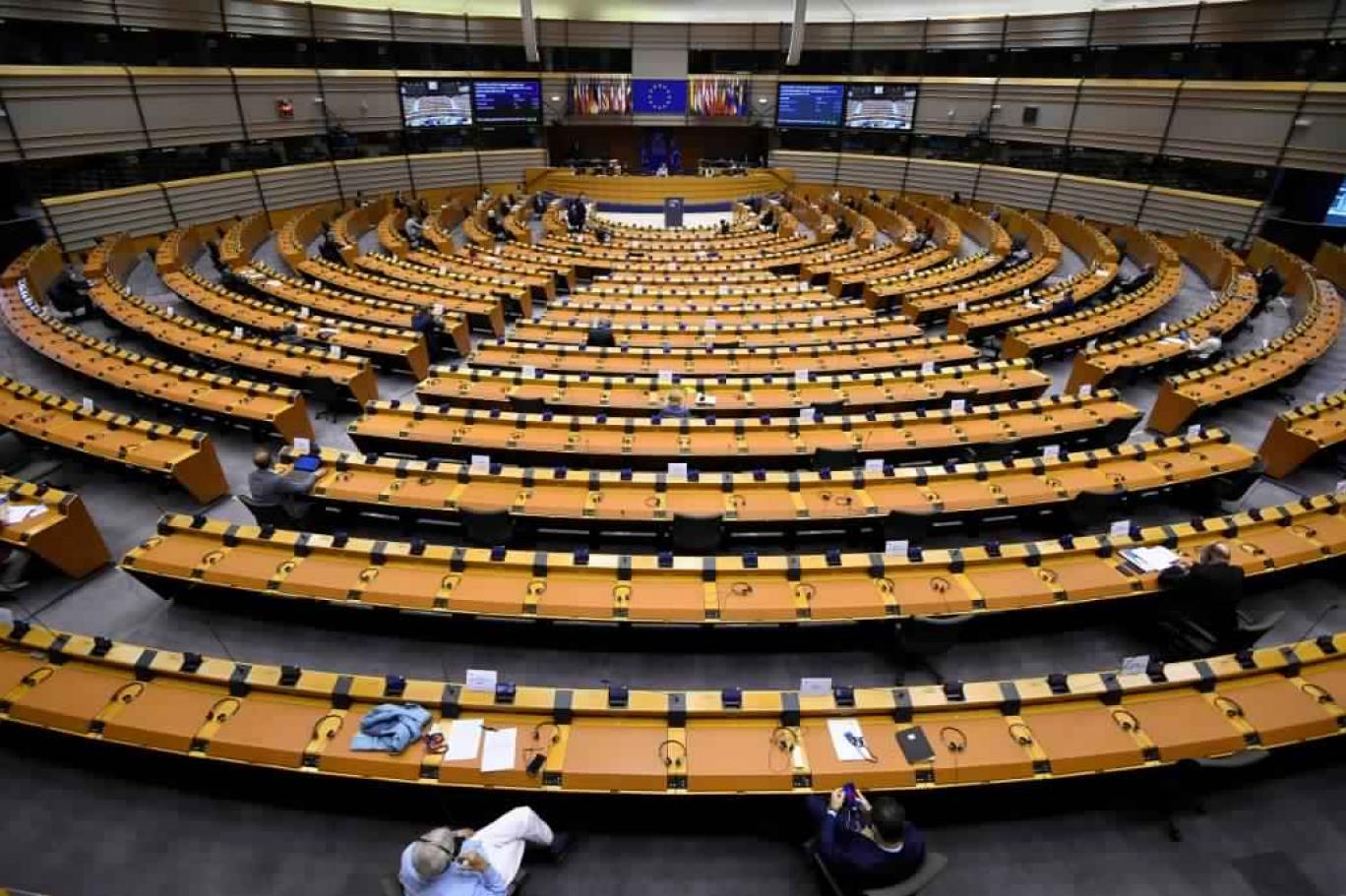 نائب برلماني أوروبي يستنكر مناورات مدريد
