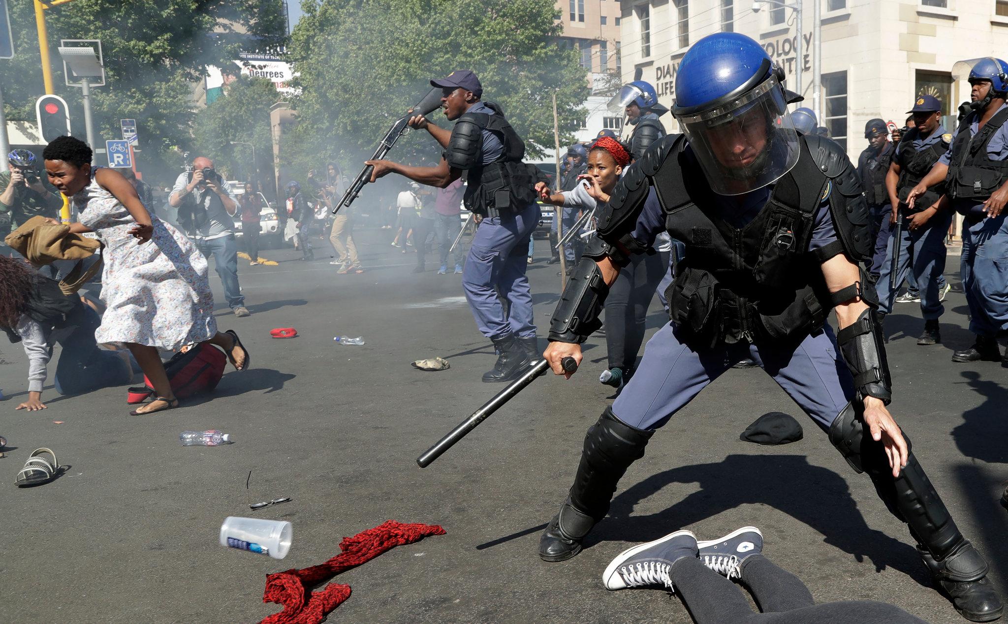 حصيلة أعمال العنف ترتفع إلى 215 قتيلا