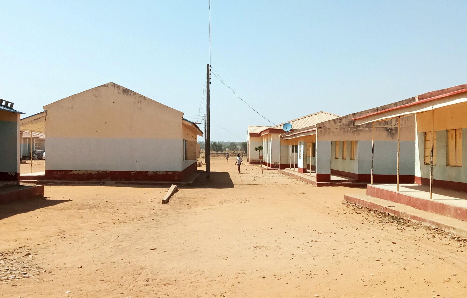 إغلاق 13 مدرسة إثر اختطاف 140 طالبا