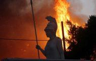 حرائق الغابات تهدد مواقع أثرية للإغريق